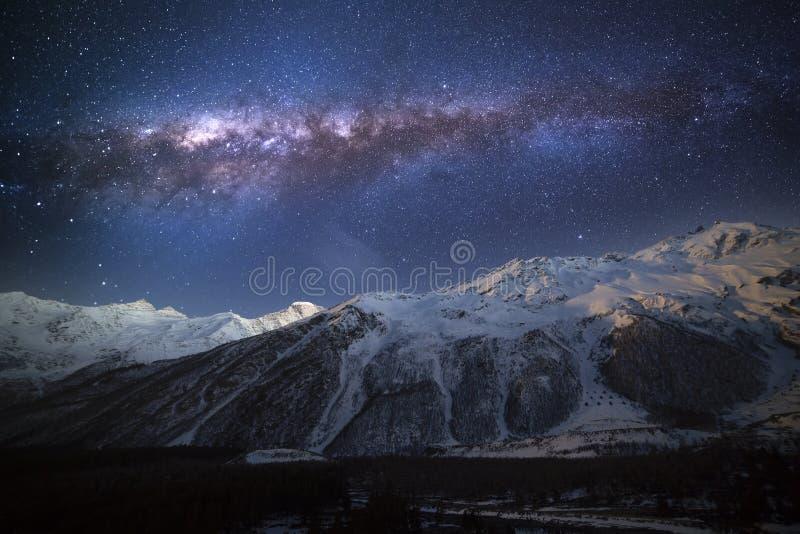 Fantastischer sternenklarer Himmel T stockbild