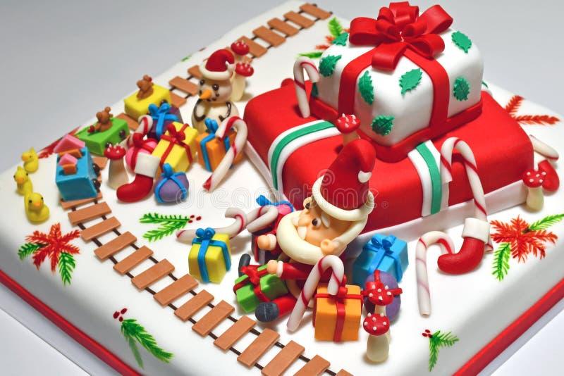 Fantastischer Weihnachtskuchen mit Santa Theme Topping lizenzfreie stockfotografie