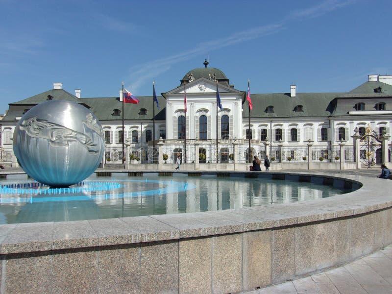 Fantastisches Bratislava: Parlaments-Gebäude stockbild