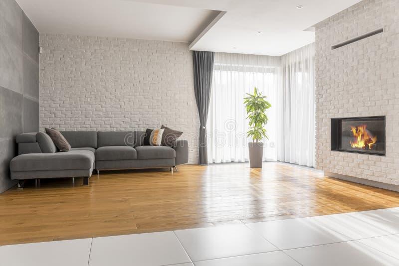 Fantastisches Wohnzimmer mit Sofa stockbild