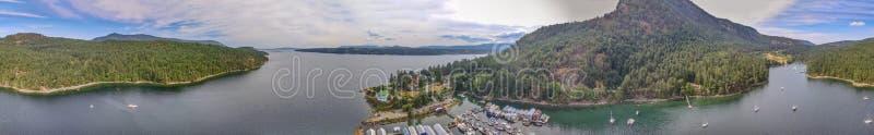 Fantastisk flyg- sikt av Genoa Bay i den Vancouver ön, Kanada royaltyfria bilder