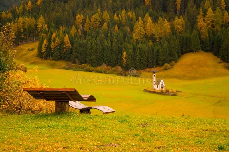 Fantastisk höstsikt av den Santa Maddalena byn, södra Tyrol, Dolomitefjällängar, Italien fotografering för bildbyråer