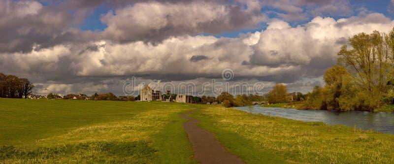 Fantastisk himmel över klippning Co Meath royaltyfria bilder