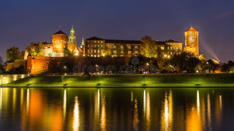 Fantastisk natt Cracow, Wawel slott i Polen royaltyfria bilder