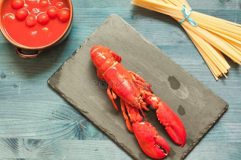 Fantastisk och ny hummer som är klar att lagas mat royaltyfria foton