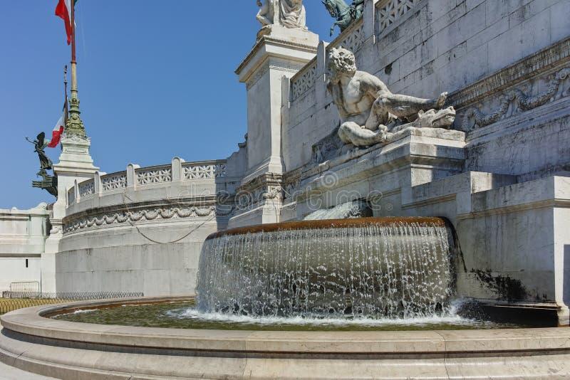 Fantastisk sikt av altaret av den fäderneslandAltare dellaen Patria som är bekant som den nationella monumentet till Victor Emman royaltyfri foto