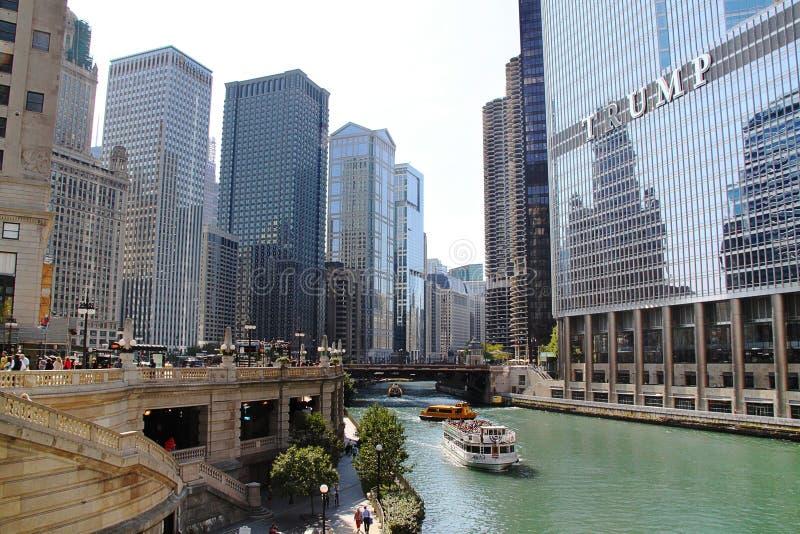 Fantastisk sikt av Chicago horisont Torn i Chicago, IL, USA 09 19 2014 arkivfoto