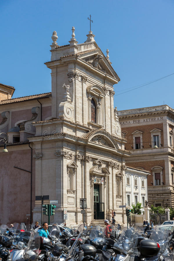 Fantastisk sikt av Chiesa di Santa Maria della Vittoria i Rome, Italien royaltyfri bild