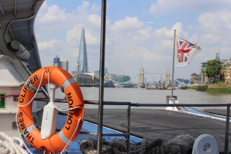 Fantastisk sikt av floden från fartyget royaltyfri fotografi