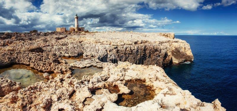 Fantastisk sikt av naturreserven Monte Cofano Dramatiskt scen royaltyfria bilder