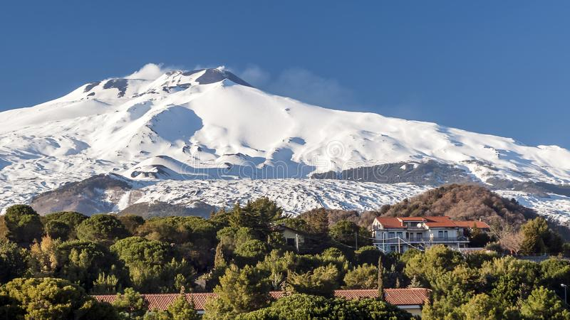 Fantastisk sikt av Volcano Etna från Nicolosi, Catania, Sicilien, Italien arkivbilder