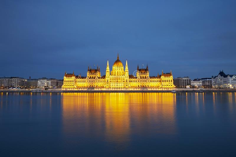 Fantastisk skymning i Budapest arkivbilder