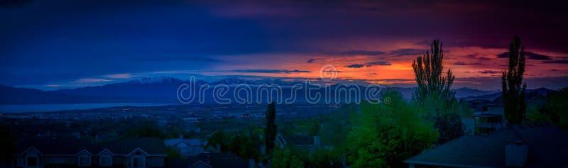 Fantastisk solnedgång längs den Wasatch bergskedjan i Utah royaltyfri fotografi