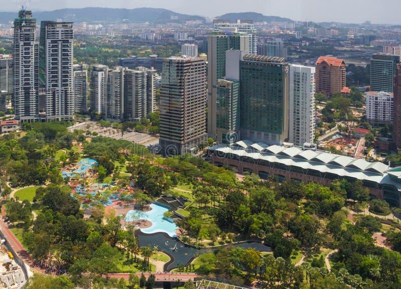 Fantastisk stadssikt på mitten av Kuala Lumpur royaltyfri fotografi