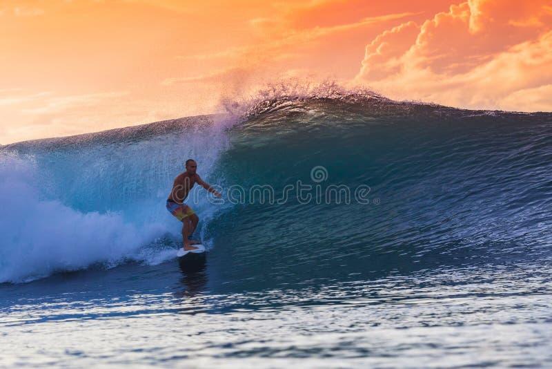fantastisk surfarewave royaltyfri bild