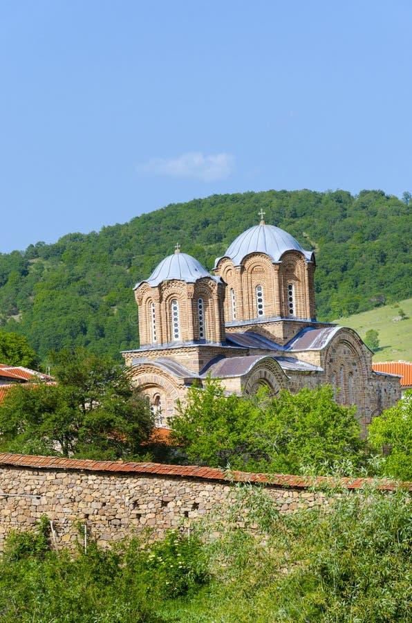 Fantastiskt kyrkligt klosterkomplex, Makedonien royaltyfri bild