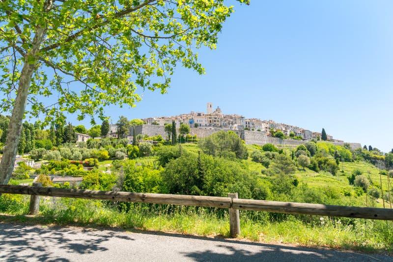 Fantastiskt medeltida stadhelgon Paul de Vence i Provence, södra Frankrike royaltyfria bilder