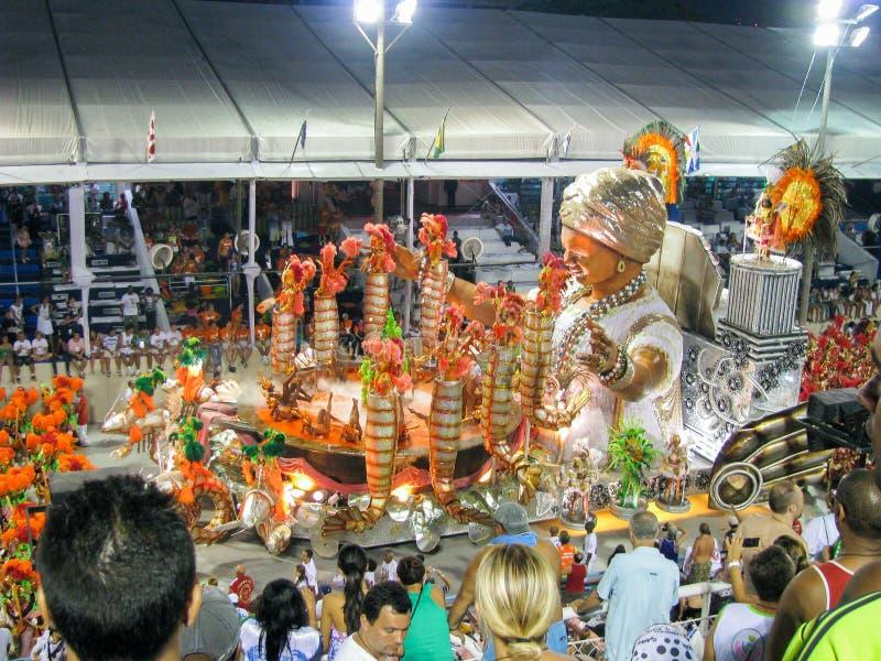 Fantastiskt påkostat stycke under den årliga karnevalet i Rio de Janeiro arkivbild