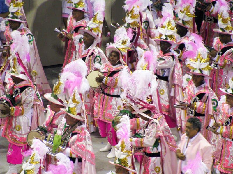 Fantastiskt påkostat stycke under den årliga karnevalet i Rio de Janeiro arkivfoton