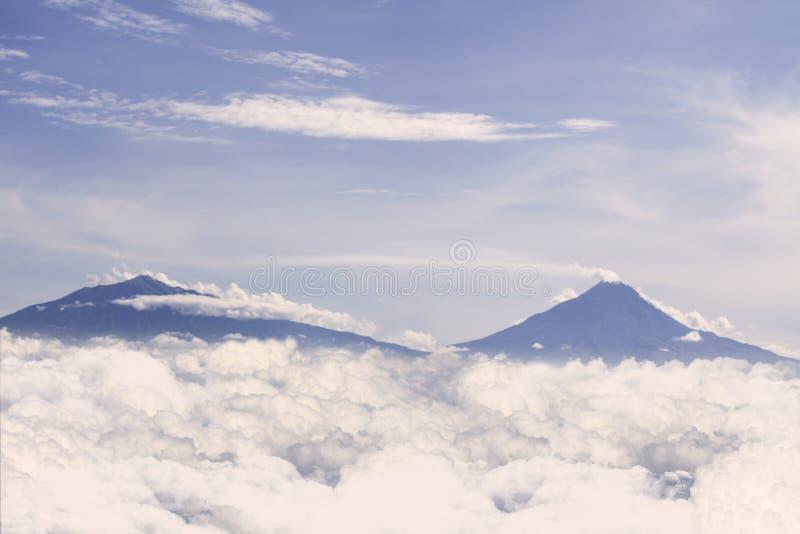 Fantastiskt sceniskt berglandskap på Mount Merapi, Indonesien royaltyfria bilder