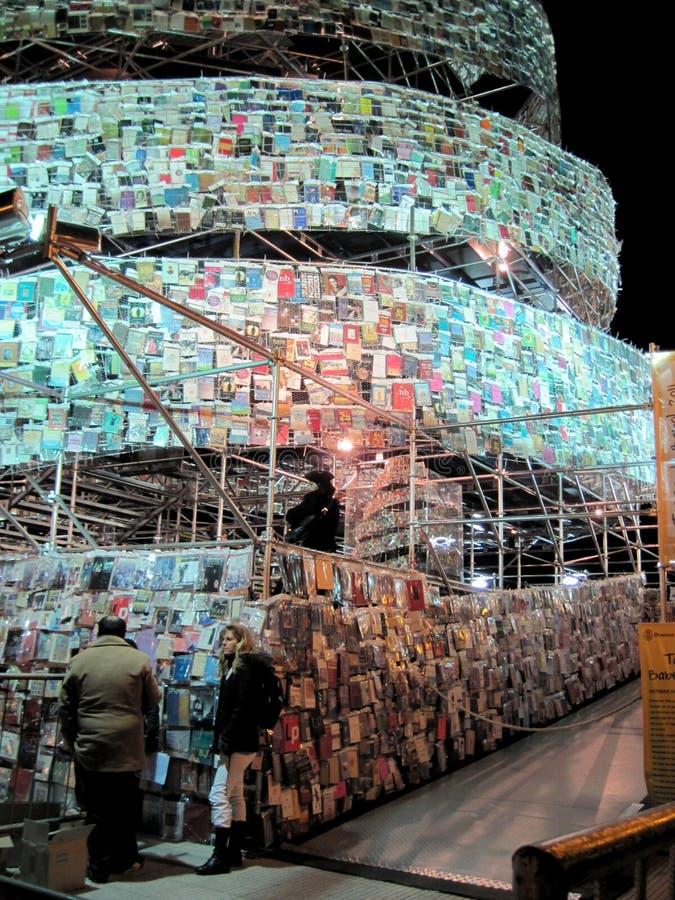 Fantastiskt torn av Babel Marta Minujin Buenos Aires 2011 Argentina fotografering för bildbyråer