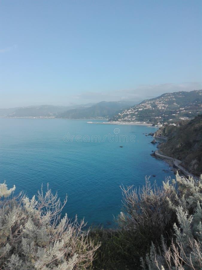 Fantastyczna ziemia Sicily dokąd ty możesz wybierać pływać w morzu lub iść w górze zdjęcie stock