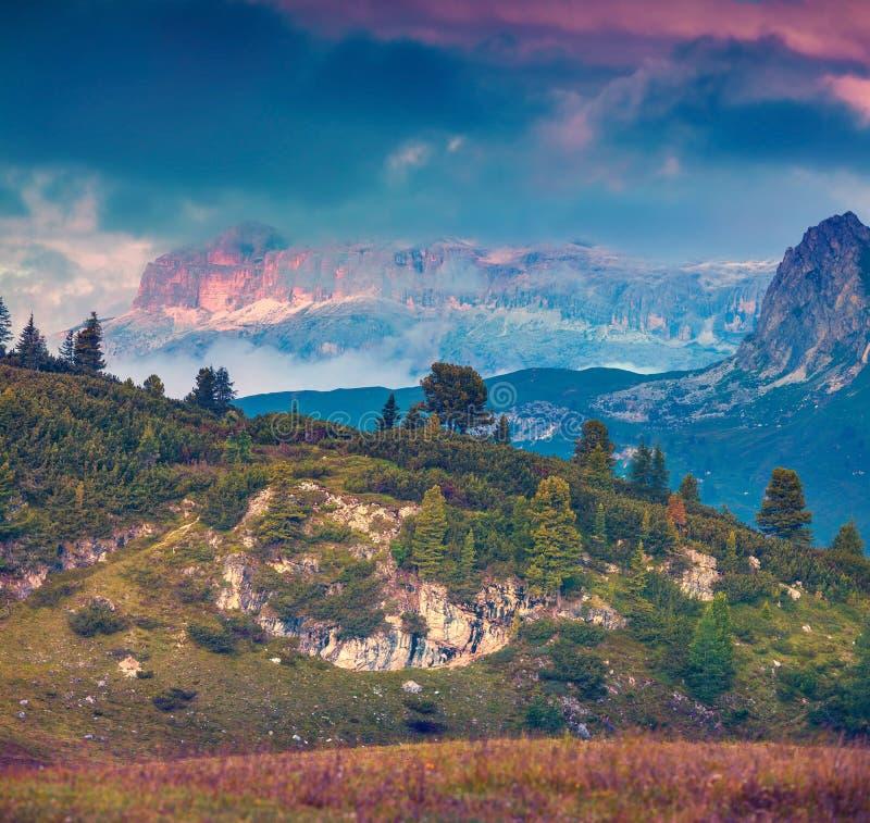 Fantastyczny krajobraz na Sass De Stria pasmie górskim zdjęcie royalty free