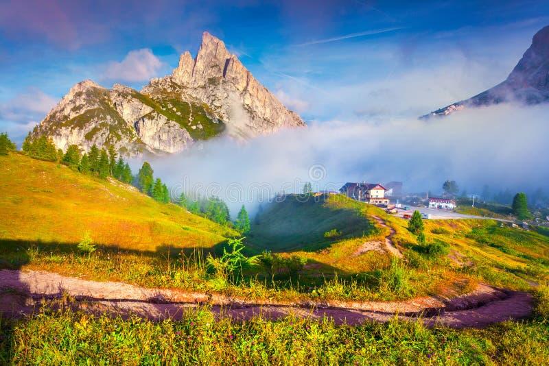 Fantastyczny lato krajobraz na Sass De Stria pasmie górskim fotografia royalty free