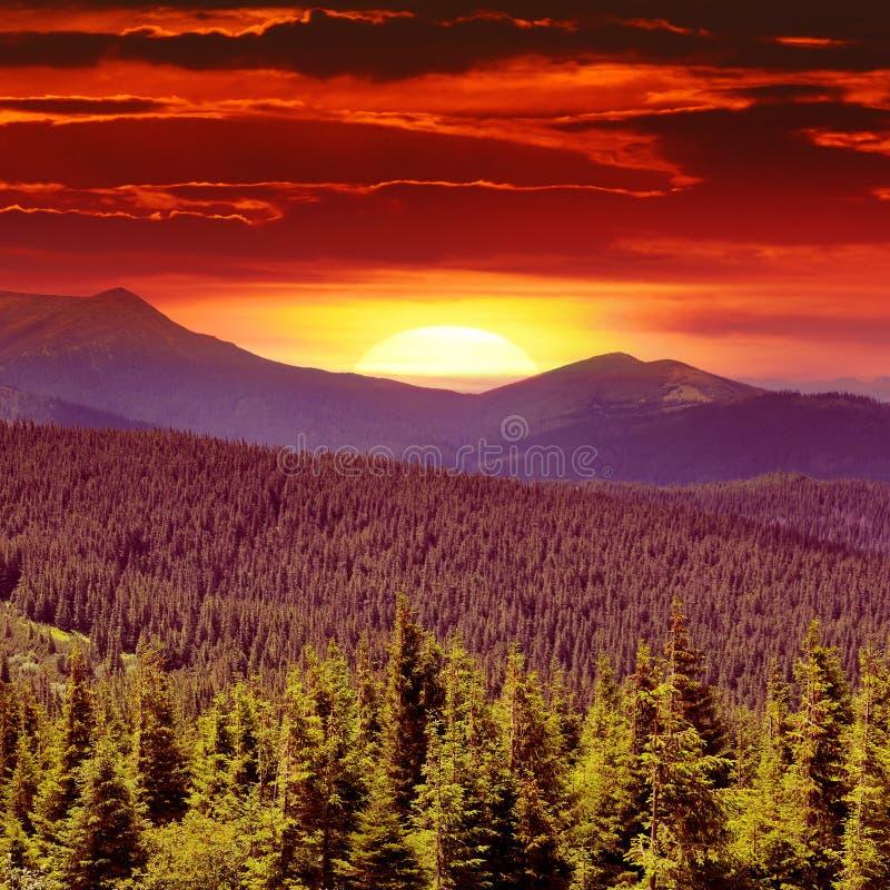 Fantastyczny wschód słońca w górach obraz stock