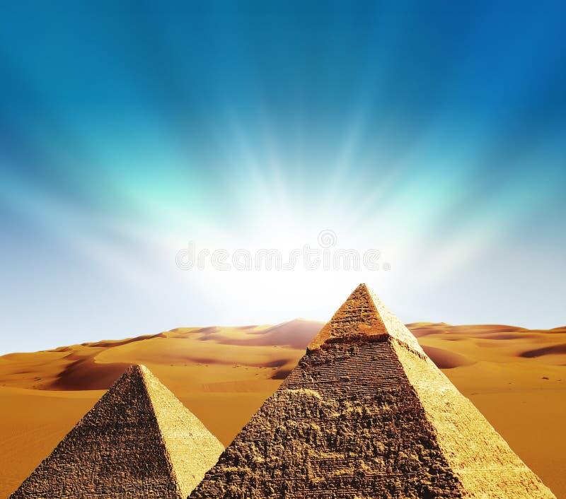 fantazi Giza ostrosłupów scena obrazy royalty free