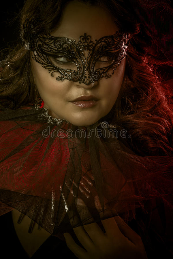 Fantazi sztuka, zmysłowa kobieta z venetian maską, kabaret zdjęcie royalty free