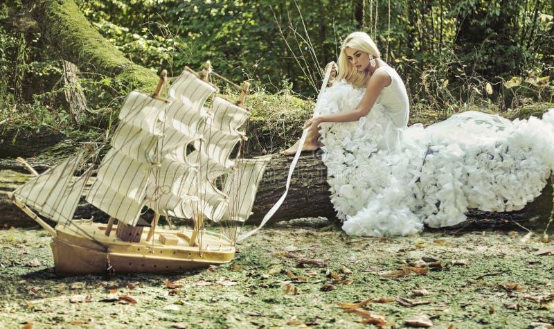 Fantazja wizerunek piękna blondynka zdjęcia royalty free