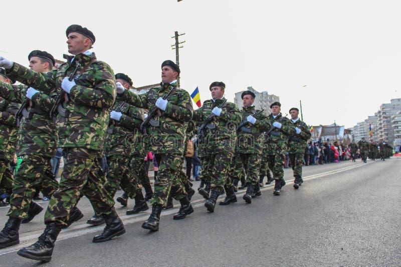Fanteria militare di parata di festa nazionale rumena fotografia stock