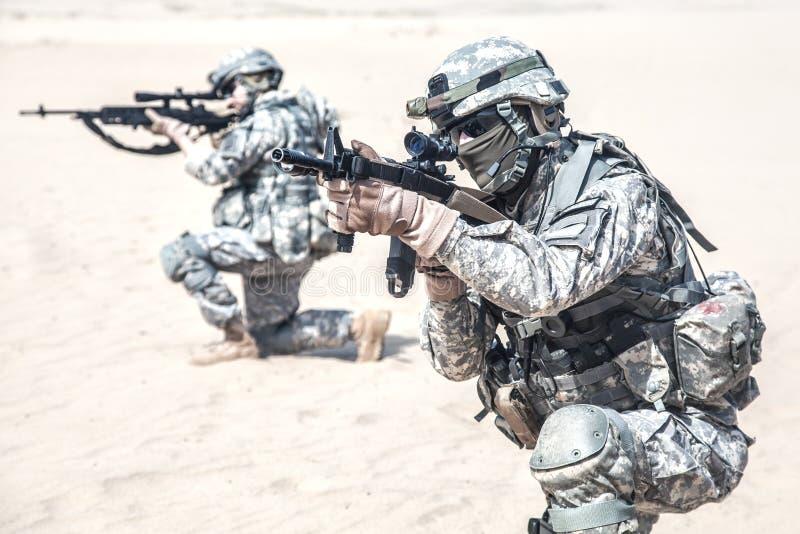 Download Fanti nell'azione immagine stock. Immagine di coraggio - 55352733