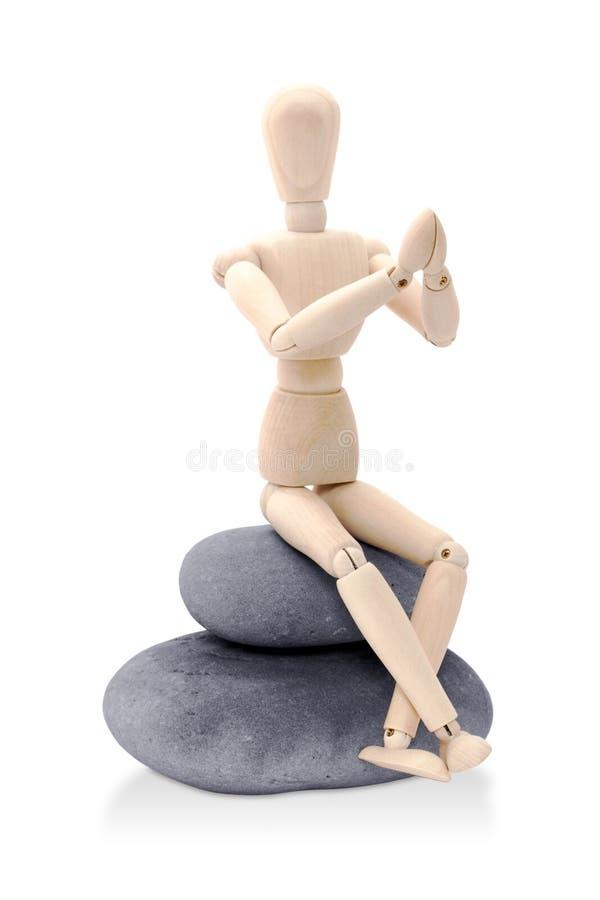 Fantoche sentado em o zen de posição fotografia de stock royalty free