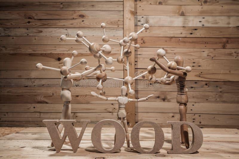 fantoches de madeira com palavra do átomo fotos de stock