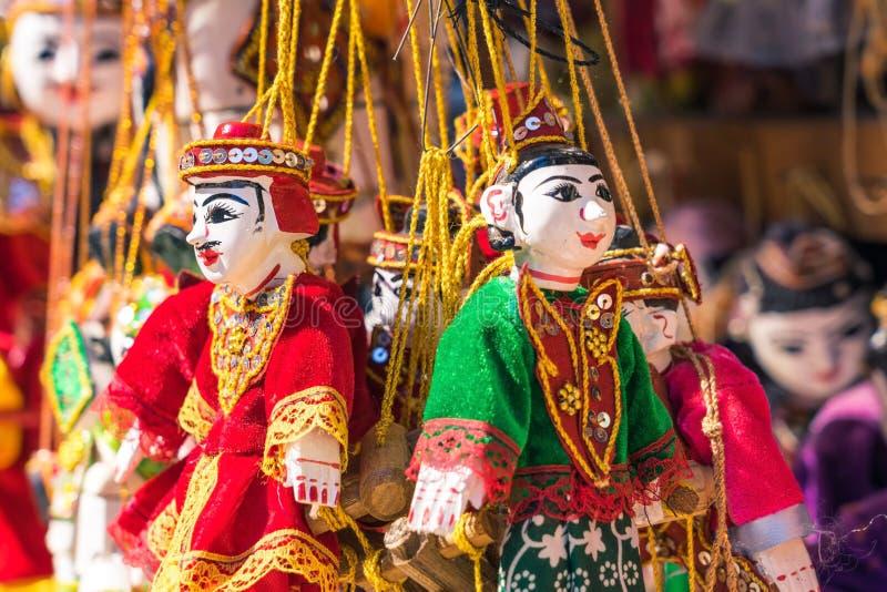 Fantoches tradicionais do artesanato para a venda fotografia de stock