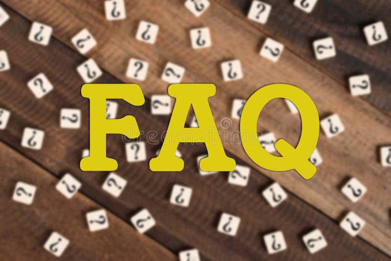 FAQ con frecuencia pedido de la pregunta con las tejas del signo de interrogación foto de archivo libre de regalías