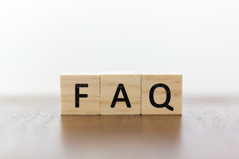 FAQ em blocos de madeira imagem de stock