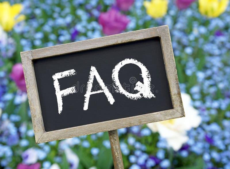 FAQ på den svart tavlan royaltyfri fotografi