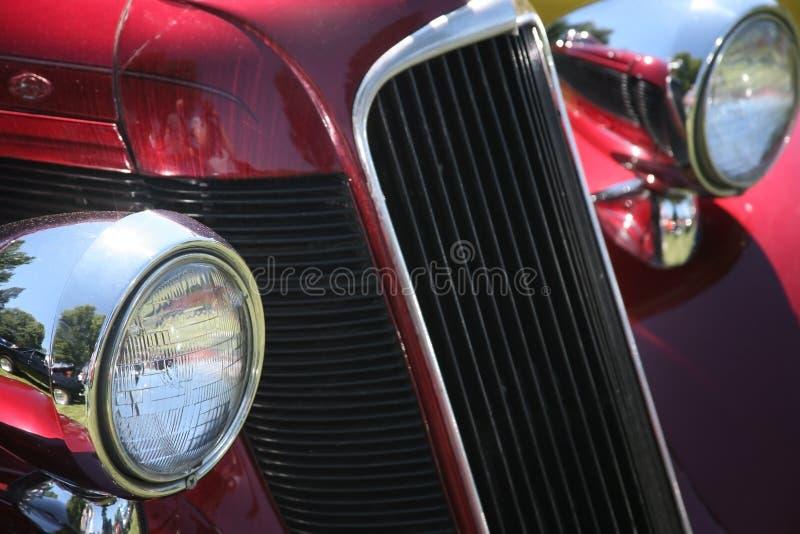 Faróis e grade do carro do vintage imagem de stock