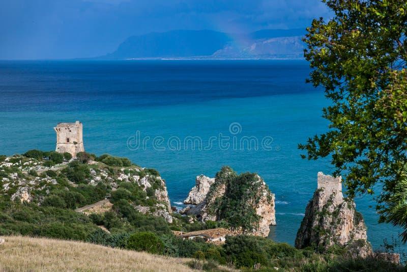 Faraglioni i piękny morze przy Scopello, Sicily, Włochy obraz stock