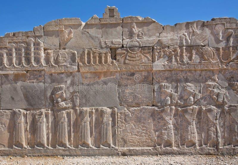 Faravahar - lättnad av det bevingade solsymbolet i Persepolis royaltyfri bild