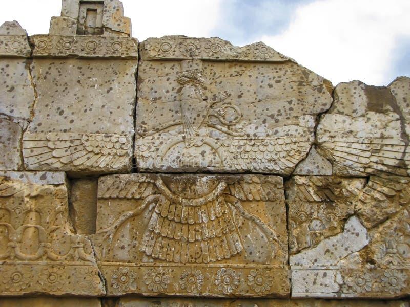 Faravahar zoroastriansymbolet Naqsh-e Rustam, Persepolis fördärvar Iran royaltyfri fotografi