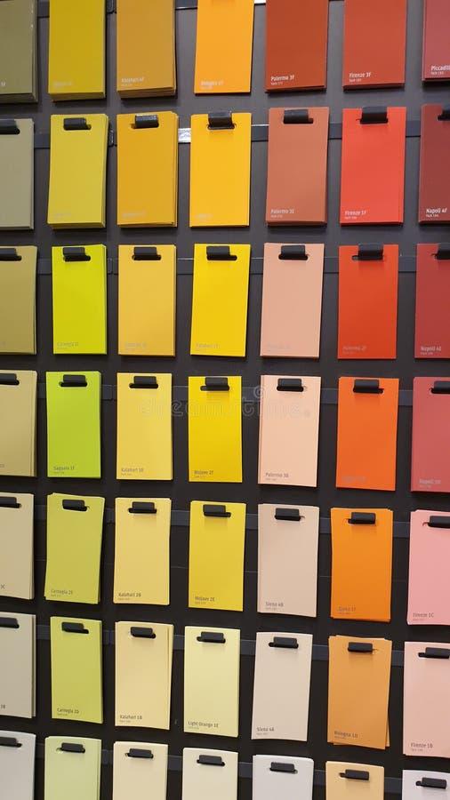 Farbbeispielpapierkarten stockbild