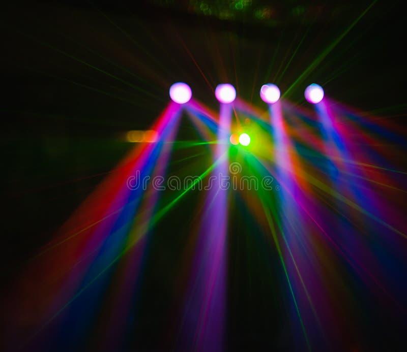 Farbdisco-Clublicht mit Effekten und Laser stellen dar stockbild
