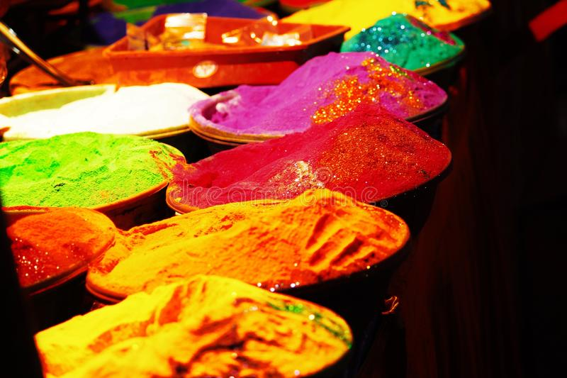 Farbe nachts am Festival stockfotos