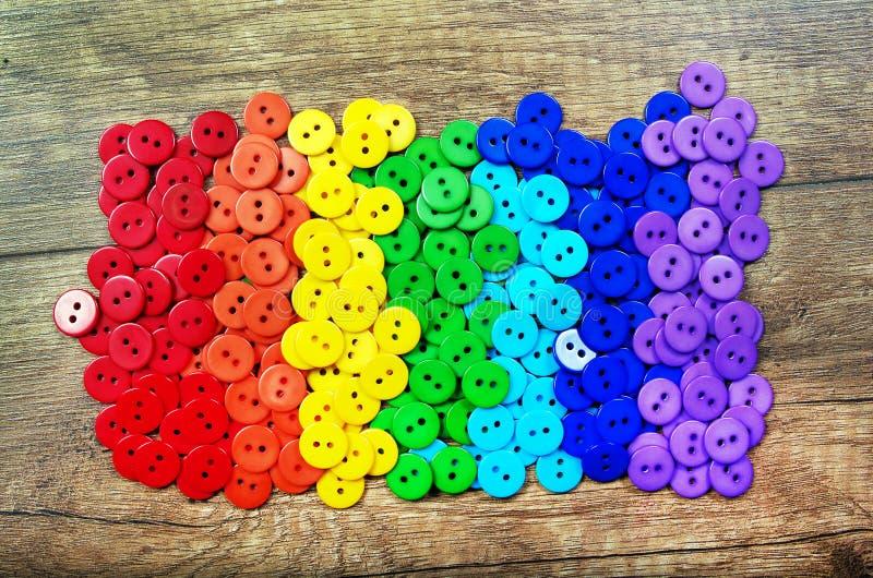 Farben des Regenbogens Muster des mehrfarbigen Knopfbeschaffenheitshintergrundes Palette von Regenbogenfarben lizenzfreie stockbilder