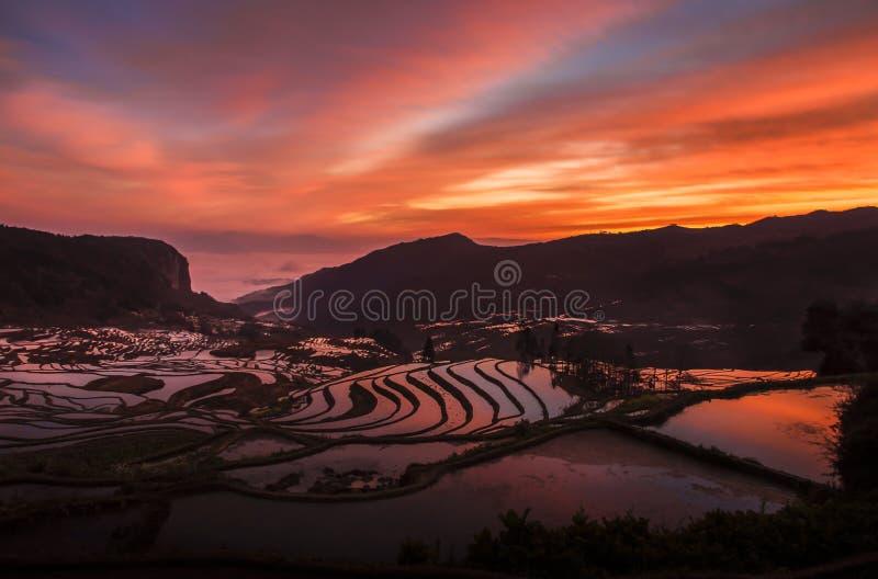 Farben eines Sonnenaufgangs stockbild