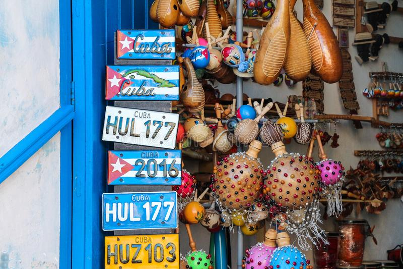 Farben von Stadtkubas altem Trinidad Caribbean-Blaumeer stockfoto